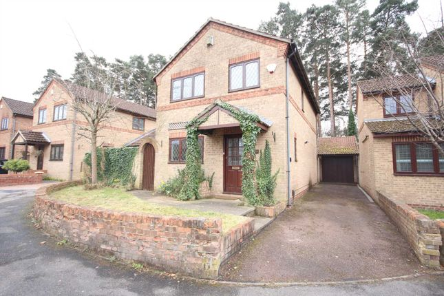 Thumbnail Detached house to rent in Chesterblade Lane, Bracknell