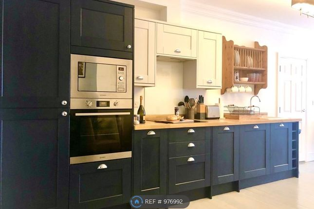 Well-Equipped Integrated Kitchen