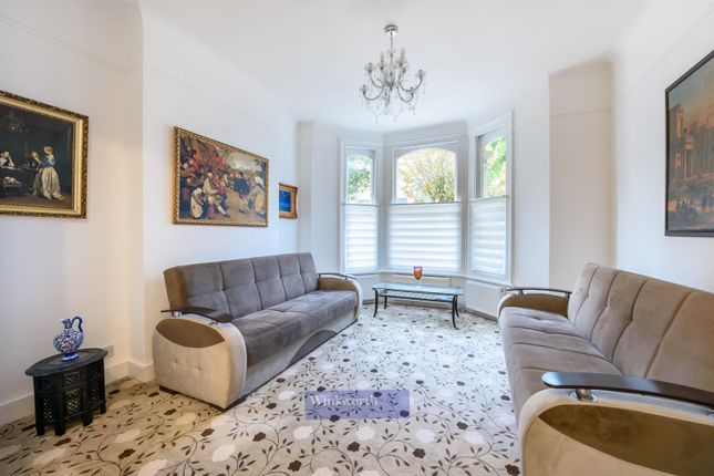 2 bed flat for sale in Ilminster Gardens, London SW11