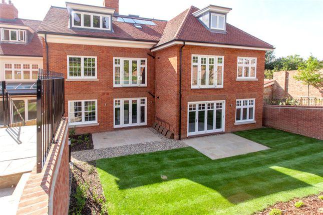 Thumbnail Flat to rent in High Street, Wargrave, Berkshire