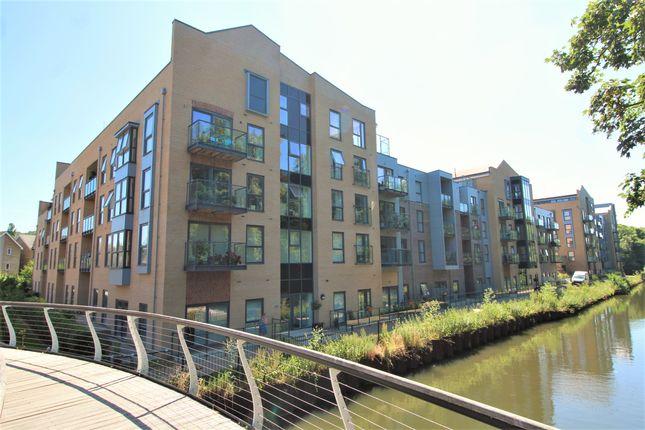 Thumbnail Flat to rent in The Embankment, Hemel Hempstead