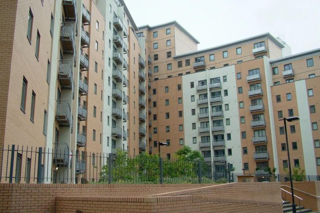 Thumbnail Flat for sale in Elmwood Lane, Leeds