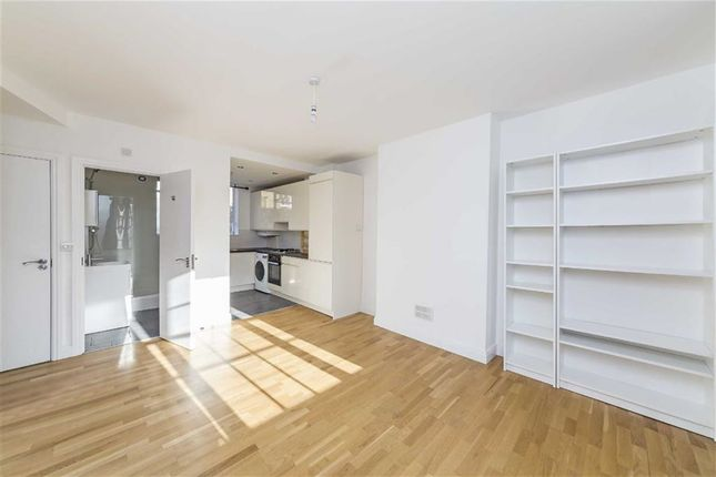 3 bed flat to rent in Upper Street, London