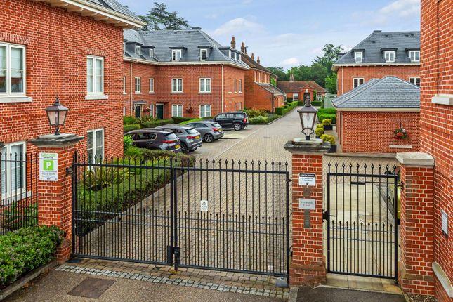 2 bed flat for sale in Henmarsh Court, Balls Park, Hertford SG13