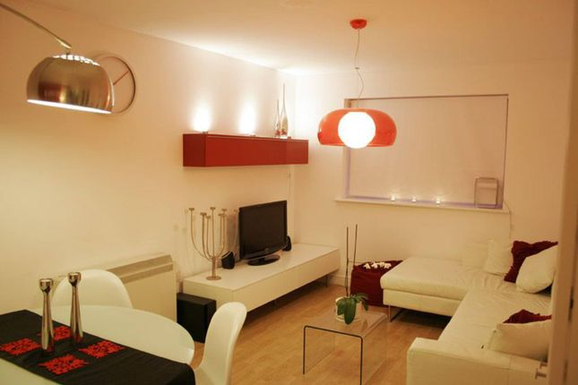 Thumbnail Flat to rent in Woodlands Close, Guildford
