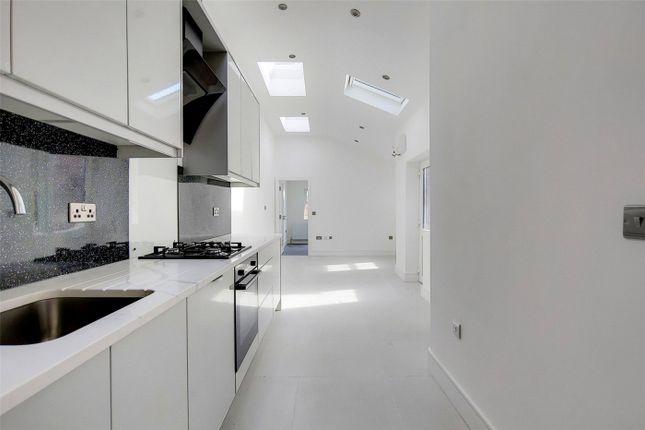 2 bed maisonette to rent in Brighton Road, Surbiton KT6
