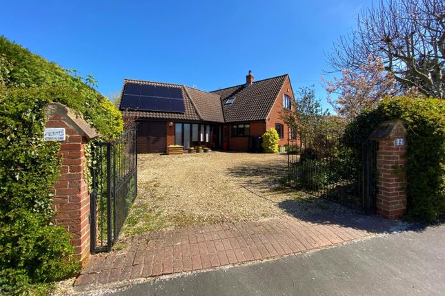 3 bed property for sale in Corby Road, Swayfield, Grantham NG33