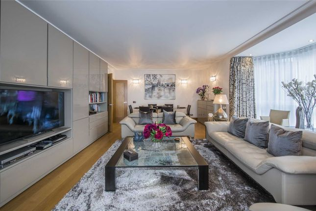 3 bed flat for sale in Balmoral Court, London