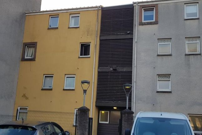 Thumbnail Flat to rent in East Broomlands, Broomlands, Irvine