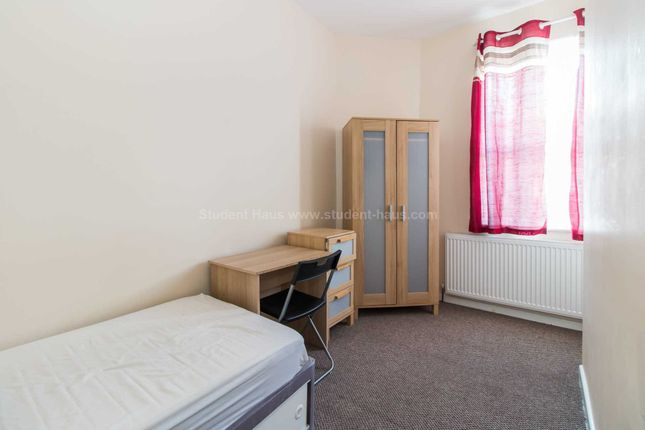 3 bed detached house to rent in Lydford Street, Salford