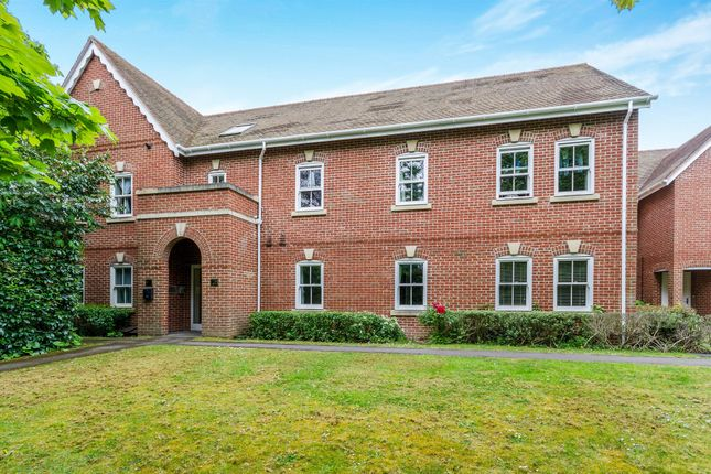 Thumbnail Flat for sale in Andover Road, Weeke, Winchester