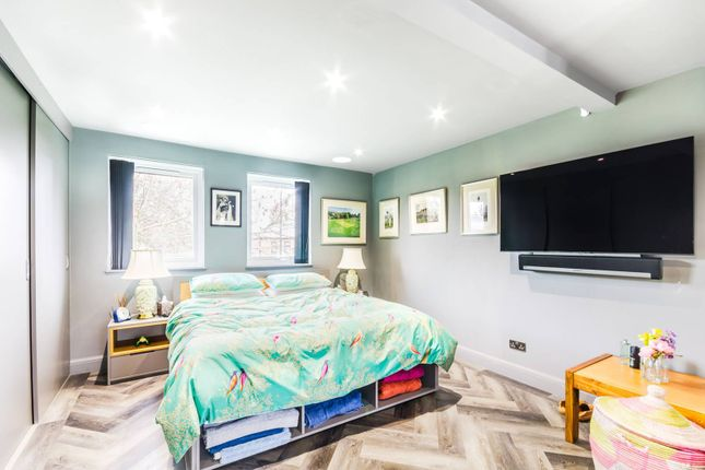 Thumbnail Property for sale in Maltings Place, Fulham, London