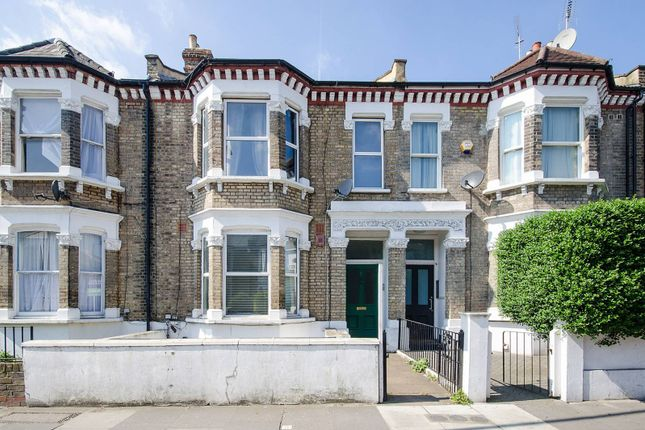 Flat to rent in Bloemfontein Road, Shepherd's Bush