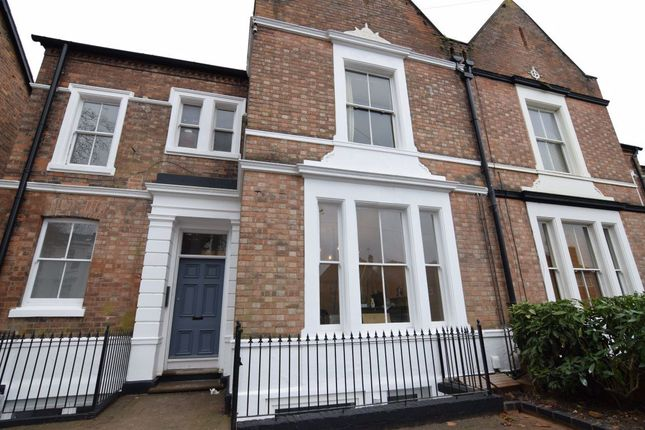 Thumbnail Flat to rent in Warwick Place, Leamington Spa