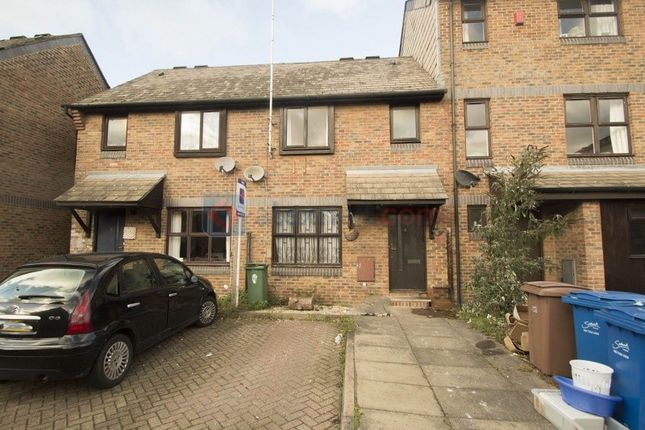 3 bed terraced house to rent in Kinburn Street, London
