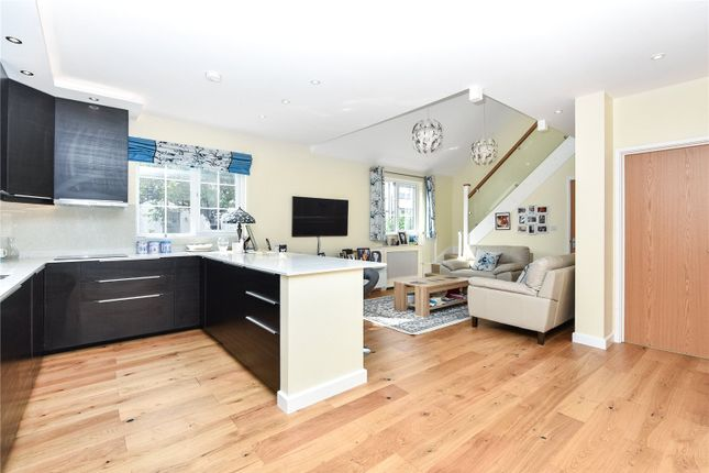 Thumbnail Bungalow for sale in Lytton Avenue, Palmers Green, London