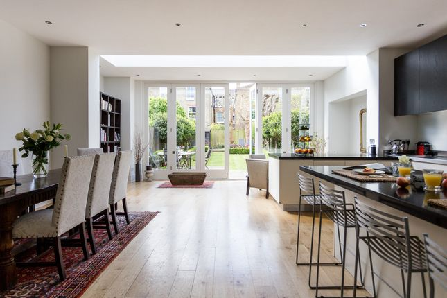 Thumbnail Town house to rent in Drakefield Road, London