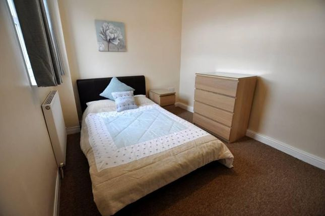 Thumbnail Room to rent in Lever Street, Hazel Grove, Stockport