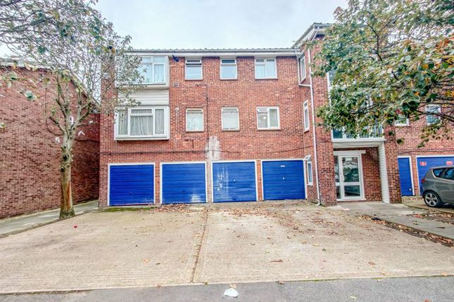 1 bed flat for sale in Whernside Close, London SE28