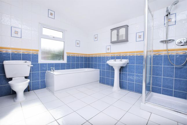 2 bed terraced house to rent in Kenneth Road, Romford RM6
