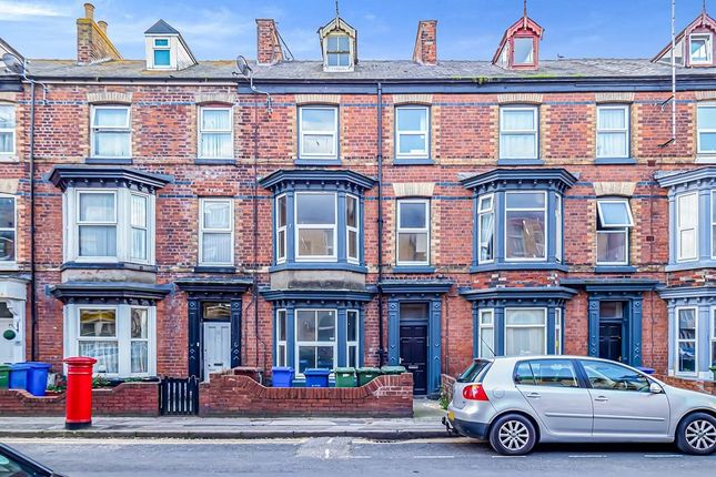 Thumbnail Flat to rent in Windsor Crescent, Bridlington, North Humberside