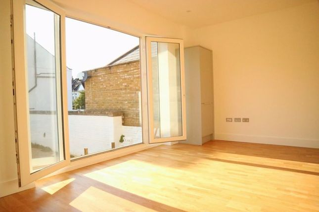 Photo 24 of Canbury House, Selection Of 7 Luxury 1, 2 And 3 Bedroom Apartments, Richmond Road, North Kingston KT2
