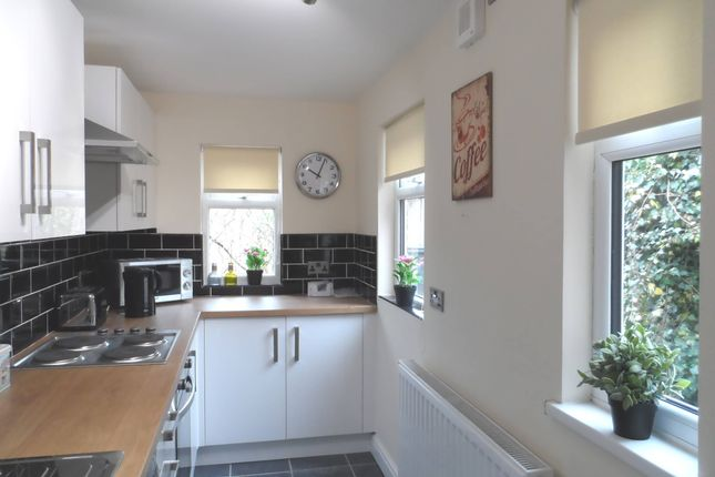 Thumbnail Shared accommodation to rent in Grasmere Avenue, Intake, Doncaster