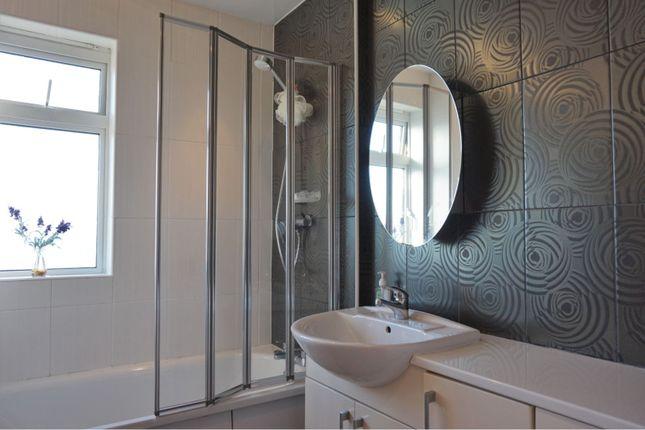 Bathroom of Balcarres Terrace, Dundee DD4