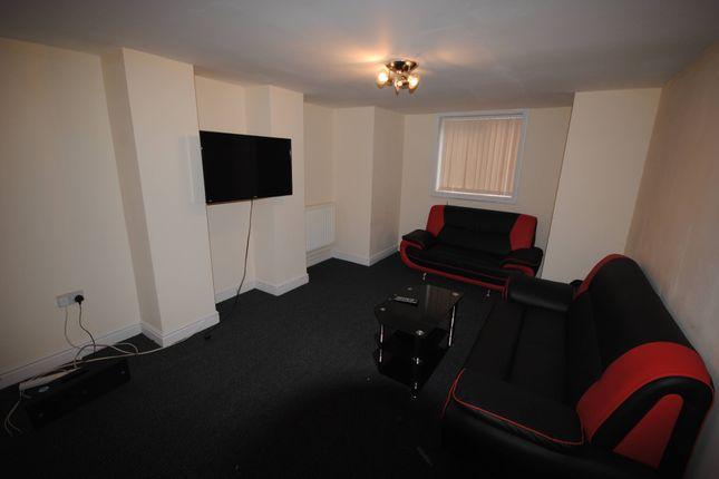 Shared accommodation to rent in 31 Headingley Avenue, Headingley