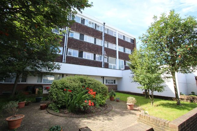 Thumbnail Flat to rent in St Marks Hill Road, Surbiton