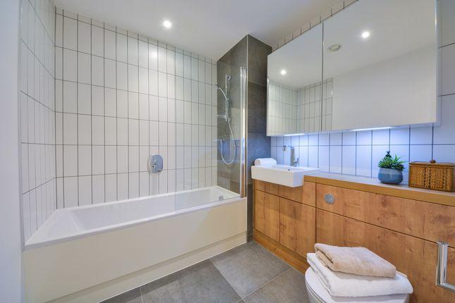 Bathroom of Kingwood Apartments, Deptford Landings, Deptford SE8