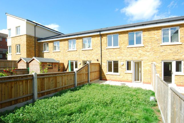 2 bed terraced house to rent in Lefevre Walk, Bow