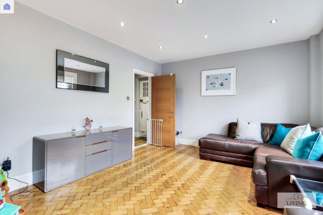 Flat for sale in Temple Fortune Mansions, Finchley Road, London