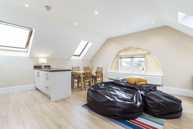 Thumbnail Flat to rent in Waterford Way, Wokingham