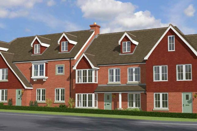 Thumbnail Flat for sale in Brighton Road, Salfords, Redhill