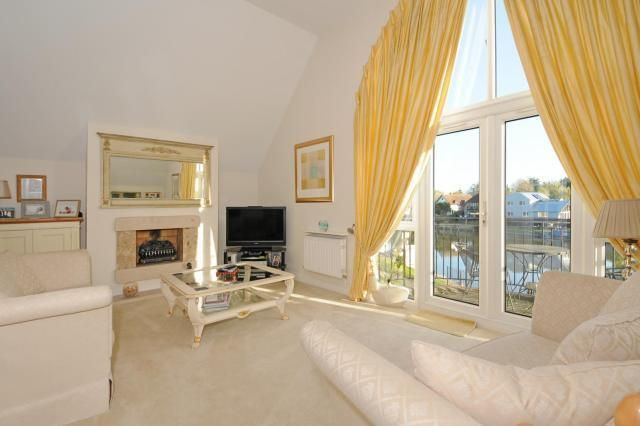 Thumbnail Flat for sale in Old Windsor, Berkshire