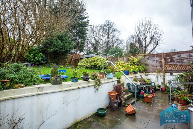 Picture No. 08 of Manor Cottages Approach, East Finchley, London N2