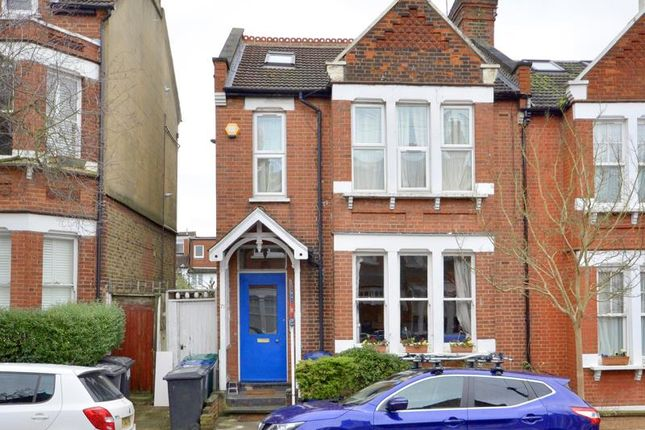 Flat for sale in Park Hall Road, London