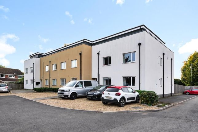 2 bed flat for sale in Grove Nr Wantage, Oxfordshire OX12