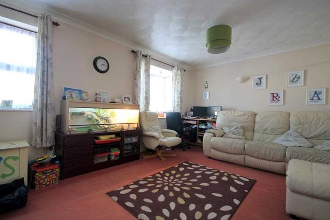Lounge/Diner of Golf Green Road, Jaywick, Clacton-On-Sea CO15