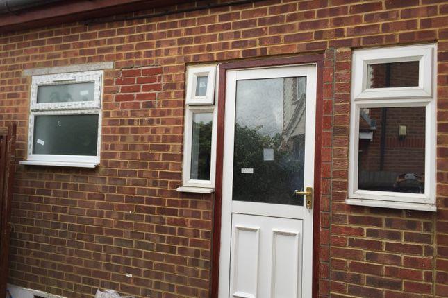 Studio to rent in Dorchester Avenue, North Harrow