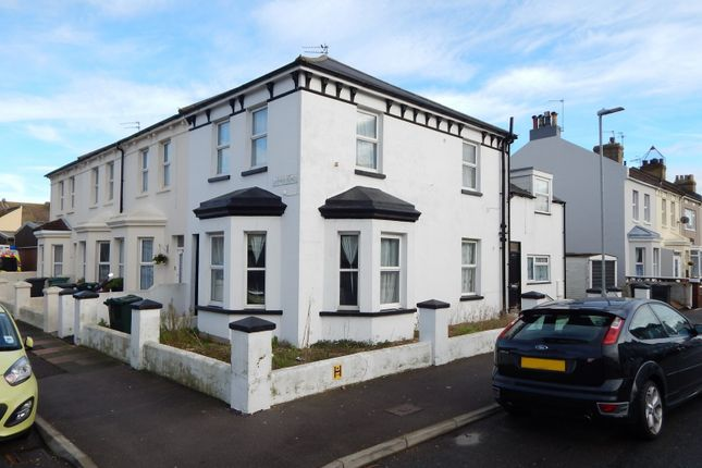Thumbnail Flat to rent in Latimer Road, Eastbourne