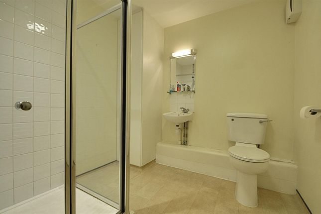 Bathroom of Paragon Site, Boston Park Road, Brentford TW8