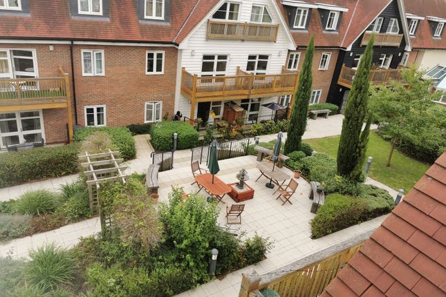 Thumbnail Flat for sale in Fitznel Court, Cheam