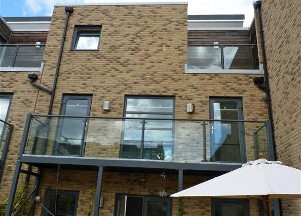 Thumbnail Town house to rent in Scholars Walk, Cambridge