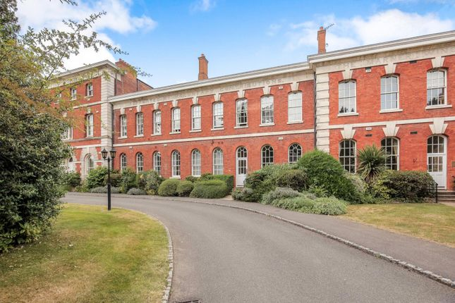 Thumbnail Flat to rent in Ellesmere Place, Walton-On-Thames
