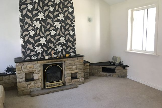 Thumbnail Cottage to rent in Smiddles Lane, Bradford