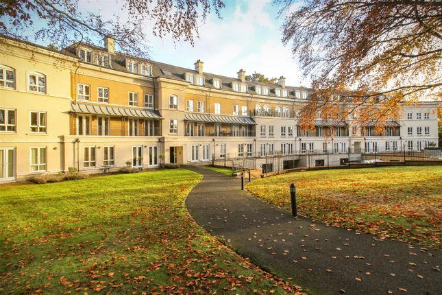Thumbnail Flat for sale in Heathside Crescent, Woking