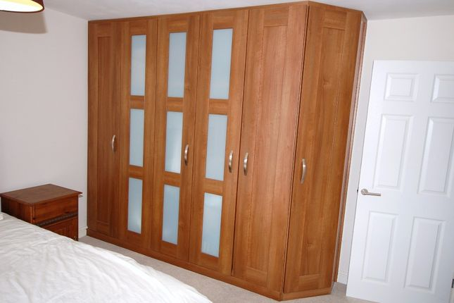 Fitted Wardrobes of Green Farm Road, Bagshot GU19