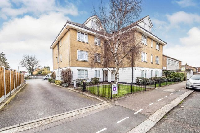 2 bed flat for sale in Carlisle Road, Romford RM1